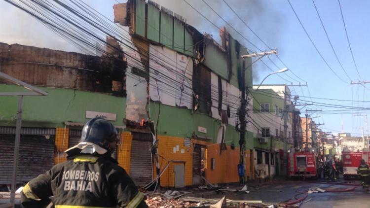 De acordo com testemunhas, o incêndio iniciou por volta das 5h30 | Foto: Olga Leiria | Ag. A TARDE - Foto: Olga Leiria | Ag. A TARDE