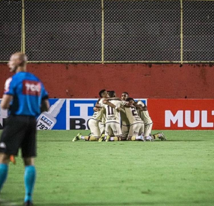 Jogadores da Jacuipense comemorando o gol da vitória contra o Volta Redonda, última do clube na Série C   Foto: Renan Oliveira   EC Jacuipense - Foto: Renan Oliveira   EC Jacuipense