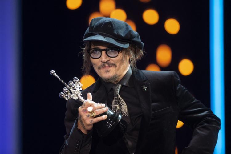 Entrega do prêmio provocou críticas de associações de mulheres cineastas devido aos problemas judiciais de Depp   Foto: Ander Gillenea   AFP - Foto: Ander Gillenea   AFP