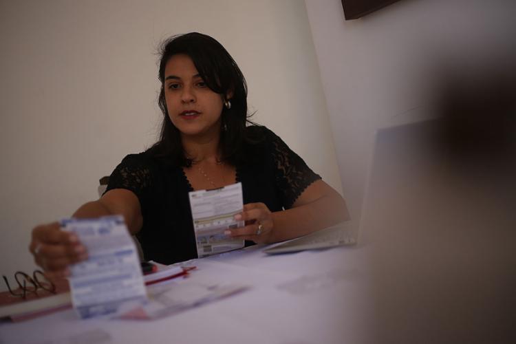 Juliana diz que a primeira coisa a fazer é analisar as contas de casa | Foto: Raphael Muller | Ag. A TARDE - Foto: Raphael Muller | Ag. A TARDE