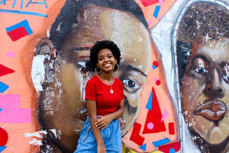 Em seus poemas, Luísa Cardoso aborda temas como feminicídio e a violência policial nas favelas, ela publica vídeos declamando no Instagram @luisa.cardoso   Foto: Bruna Rocha   Ag. Mural   31.8.2021 - Foto: Bruna Rocha   Ag. Mural   31.8.2021