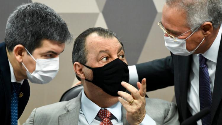 Aziz respondeu fora do microfone, mas o áudio foi registrado pela transmissão | Foto: Ag. Senado - Foto: Ag. Senado