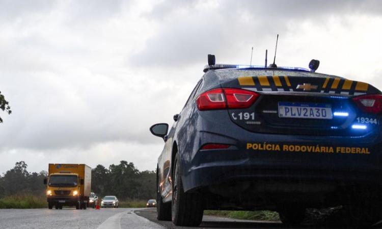 PRF recomenda a motoristas atenção a pneus e limpadores de para-brisa | Foto: Polícia Rodoviária Federal | Bahia - Foto: Polícia Rodoviária Federal | Bahia