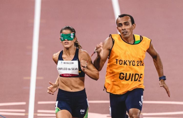 Thalita Simplício ganha a prata e Jerusa Geber, o bronze na categoria para atletas com deficiência visual - Foto: Wander Roberto / CPB