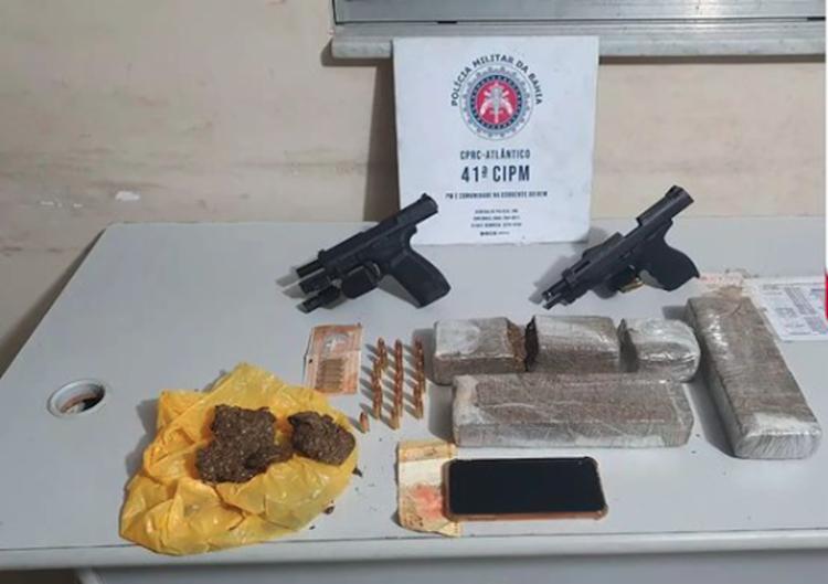 Policiais apreenderam duas pistolas, munições e drogas em posse dos bandidos   Divulgação   41ª CIPM - Foto: Divulgação   41ª CIPM