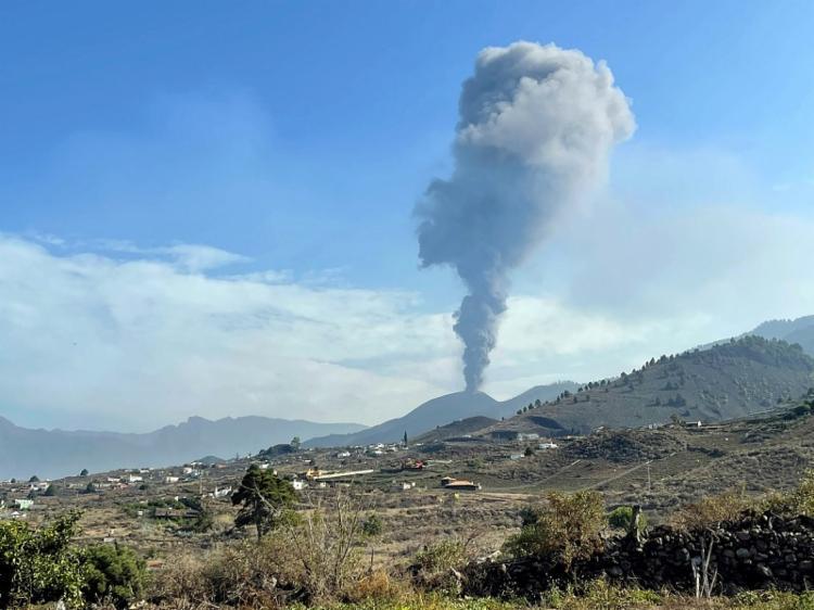 Vulcão 'Cumbre Vieja' diminui de intensidade após oito dias da erupção | Foto: Desiree Martin | AFP - Foto: Desiree Martin | AFP
