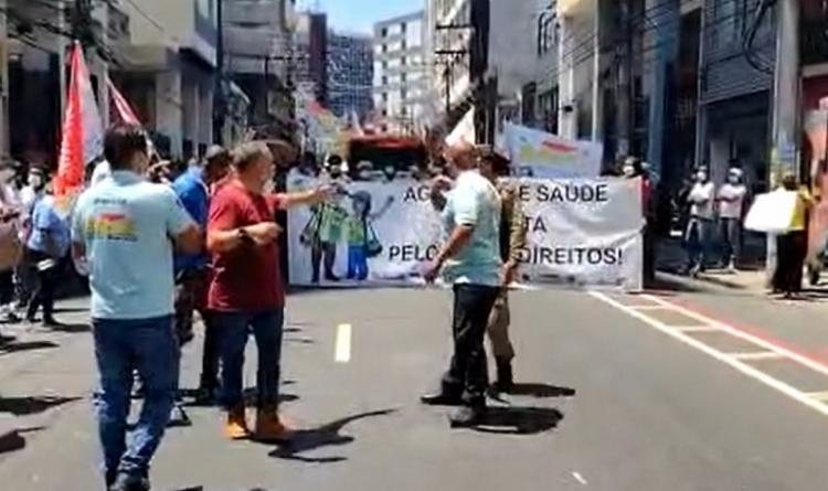 Os agentes de saúde se manifestam por um reajuste salarial | Foto: Reprodução | TV Bahia - Foto: Reprodução | TV Bahia