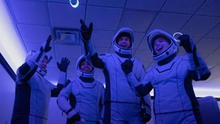 Os quatro turistas espaciais, todos americanos,