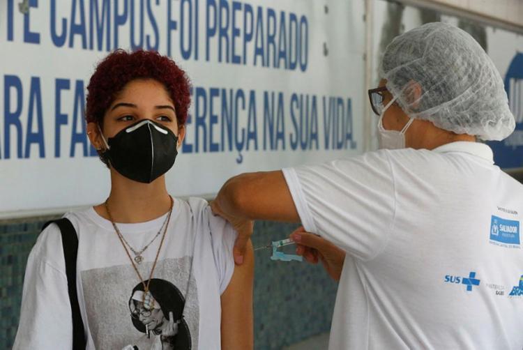 Aplicação da primeira dose para todos os públicos habilitados estará suspensa | Foto: Rafael Martins | Ag. A TARDE - Foto: Rafael Martins | Ag. A TARDE