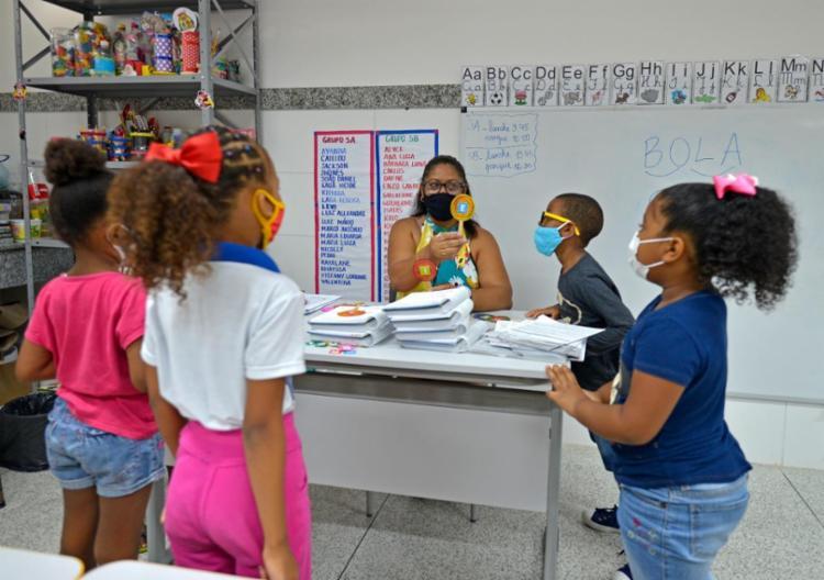 A rede municipal de Salvador tem 400 escolas, 8 mil professores e mais de 151 mil estudantes | Foto: Shirley Stolze / Ag. A TARDE - Foto: Shirley Stolze / Ag. A TARDE
