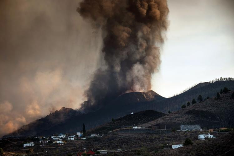 Vulcão Cumbre Vieja entrou em erupção há uma semana nas Ilhas Canárias | Foto: Desiree Martin / AFP - Foto: Desiree Martin / AFP