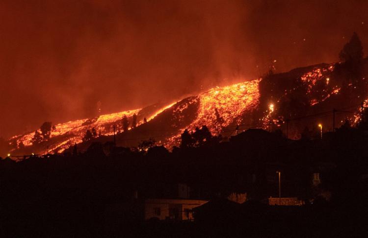 A erupção, que começou no domingo, 19, já arrasou 154 hectares e destruiu 320 edificações | Foto:Desiree Martin | AFP - Foto: Desiree Martin | AFP