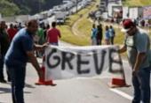 Maioria dos caminhoneiros apoia e a 'greve está mantida', afirma líder da categoria | Foto: Miguel Schincariol | AFP