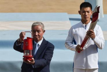 Chama olímpica dos Jogos de Inverno Pequim-2022 entregue aos organizadores em meio à polêmica |