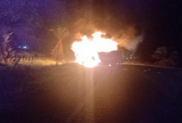 Cinco pessoas morrem carbonizadas após batida entre caminhões no sul da Bahia | Reprodução | Redes Sociais