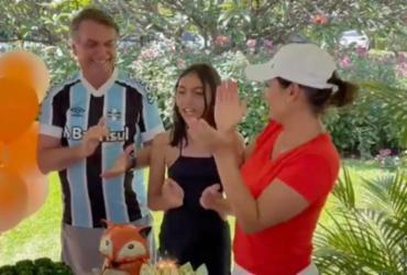 Bolsonaro e Michelle comemoram aniversário da filha no Alvorada; vídeo |