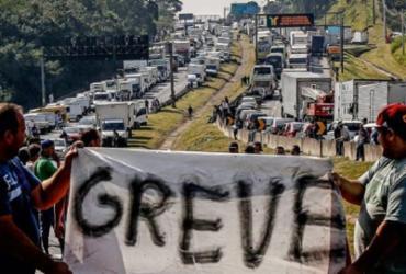 Caminhoneiros ameaçam parar dia 1º de novembro caso Bolsonaro não atenda demandas | Miguel Schincariol | AFP