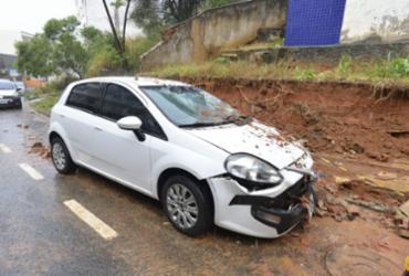 Muro desaba em veículo no bairro do Rio Vermelho | Shirley Stolze | A Tarde