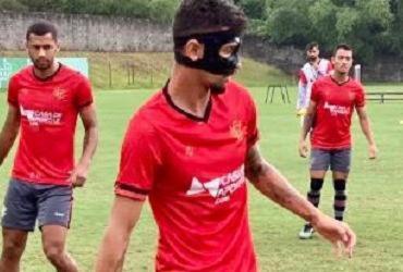 Com máscara facial, Manoel retorna às atividades na Toca do Leão | Divulgação | EC Vitória