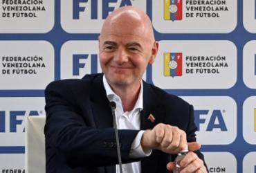 Presidente da Fifa diz que Copa a cada dois anos fará o 'futebol verdadeiramente global' | Patrick Fort | AFP