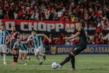 Grêmio é derrotado pelo Atlético-GO e se complica no Z-4 do Brasileirão | Bruno Corsino | ACG