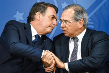 Após falas de Bolsonaro e Guedes, Ibovespa fecha em queda de 2,7% | Evaristo Sa | AFP