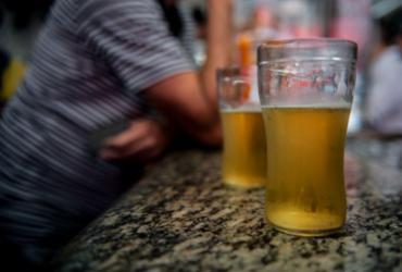 Um em cada dez idosos brasileiros abusa do álcool, diz estudo | Agência Brasil