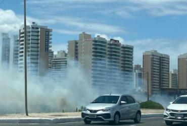 Incêndio atinge área de mata e fumaça chega à orla em Salvador | Reprodução | Metropress