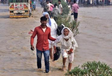 Inundações deixam mais de 100 mortos na Índia e Nepal | AFP