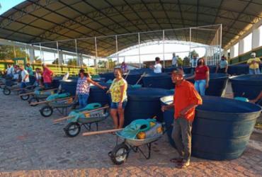 Agricultores de Iramaia recebem equipamentos e insumos