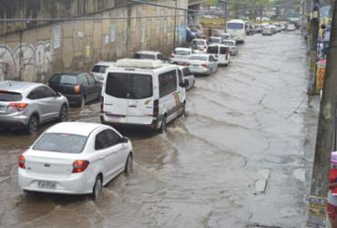 Bairros de Salvador ficam sem luz após fortes chuvas | Shirley Stolze | Ag. A TARDE
