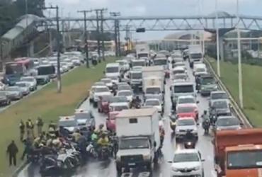 Motociclistas fazem novo protesto na Av. Paralela contra o aumento da gasolina |