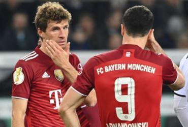 Müller pede perdão após humilhante eliminação do Bayern na Copa da Alemanha |