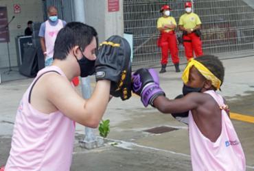 Palestras e aulas de boxe conscientizam estudantes sobre combate ao câncer de mama | Divulgação