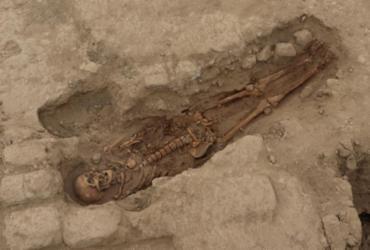 Restos mortais de 29 pessoas com mais de mil anos são encontrados no Peru | AFP