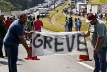 Maioria dos caminhoneiros apoia e a 'greve está mantida', afirma líder da categoria | Miguel Schincariol | AFP