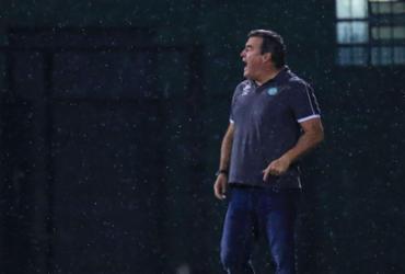 Chapecoense anuncia saída do técnico Pintado |