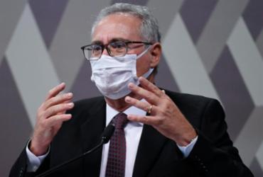 Renan entrega relatório final com mais 10 nomes em lista de indiciados | Edilson Rodrigues | Agência Senado