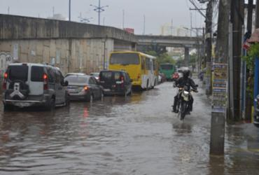Chuva forte causa transtorno e trava o trânsito de Salvador | Shirley Stolze | Ag. A TARDE