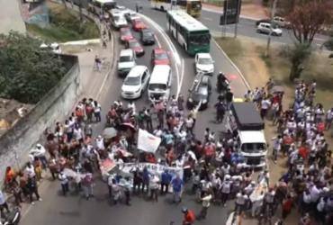 Manifestação de agentes de saúde trava trânsito e circulação de ônibus na Lapa | Reprodução | TV Bahia