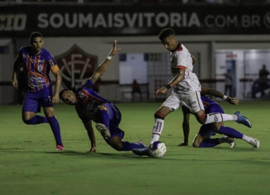 No retorno do público ao Barradão, Vitória é empurrado pela torcida e elimina o Itabaiana | Uendel Galter | Ag. A TARDE