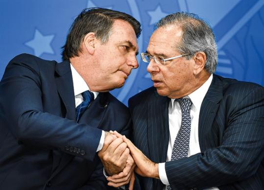 Após falas de Bolsonaro e Guedes, Ibovespa fecha em queda de 2,7%   Evaristo Sa   AFP