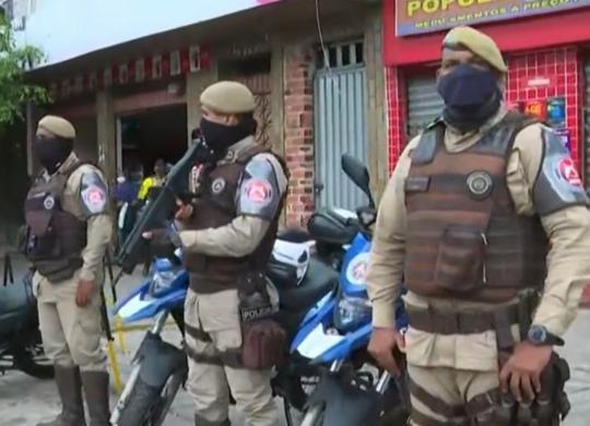 Homens armados fazem arrastão em ponto de ônibus da Av. Suburbana   Reprodução   TV Bahia