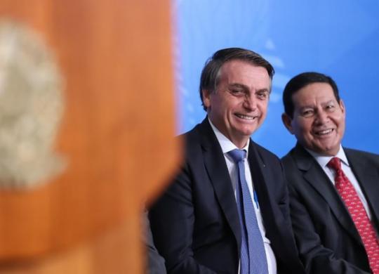 TSE forma maioria contra cassação da chapa Bolsonaro-Mourão | Marcos Corrêa | PR