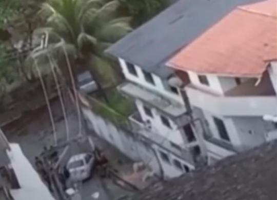 Video flagra PMs atirando em homem rendido na San Martin | Reprodução | Whatsapp