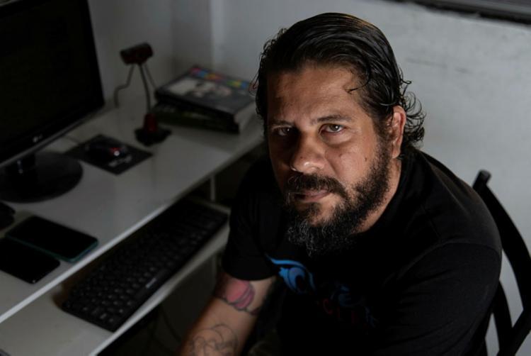 Leonardo Motta, empregado na área de marketing, diz que tem que escolher quais contas serão pagas no mês   Foto: Uendel Galter   Ag. A TARDE - Foto: Uendel Galter   Ag. A TARDE