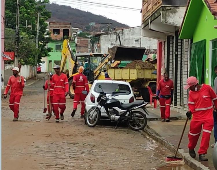 Fortes chuvas atingiram a cidade nesta terça-feira, 12. | Foto: Reprodução/ Jequié Urgente - Foto: Reprodução/ Jequié Urgente
